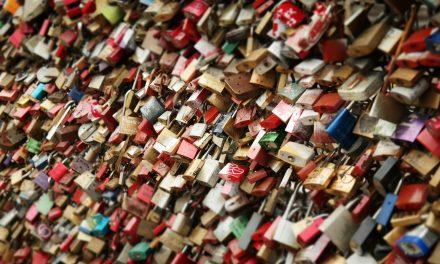 La condizione di lock – in non giustifica il ricorso ad una gara negoziata senza previa pubblicazione di un bando